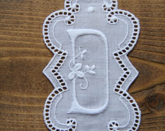 3.5 inch embroidery Monogram Initial D - vintage supply 90mm