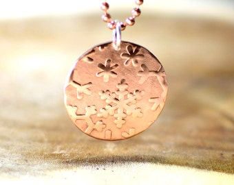 Snowflake hammered copper disc necklace - NL212
