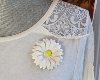 Vintage 1960s White and Yellow Multi Tiered Daisy Flower Enamel Brooch