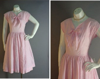 50s dress 1950s vintage PINK BOW EMBROIDERY cotton Carole King full skirt dress