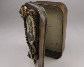 "Gift Card Holder, Altered Altoid Tin ""Smile""  Decorative Presentation or Trinket Tin"