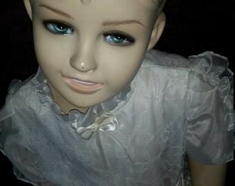 Little girl mannequin / figurine
