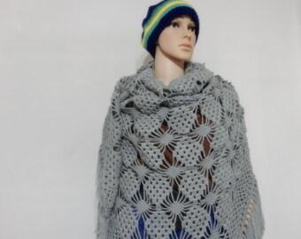 Crochet shawl in Light gray