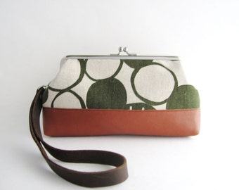Frame Wristlet Clutch Purse - Green Big Pebbles
