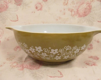 Vintage Large PYREX Avocado Green Large Cinderella #444 - Mixing Bowl in Crazy Daisy / Spring Blossom Pattern - Great Condition