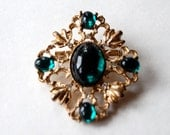 Beautiful Vintage Gold Tone and Green Gem Brooch