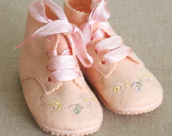 Baby Booties, Felt Booties, Baby Shoes, Pink Felt, In Box, Baby Clothes, Doll Shoes, Footwear, Infant Shoes, Fabric Shoes, Wool, Felt, Shoes