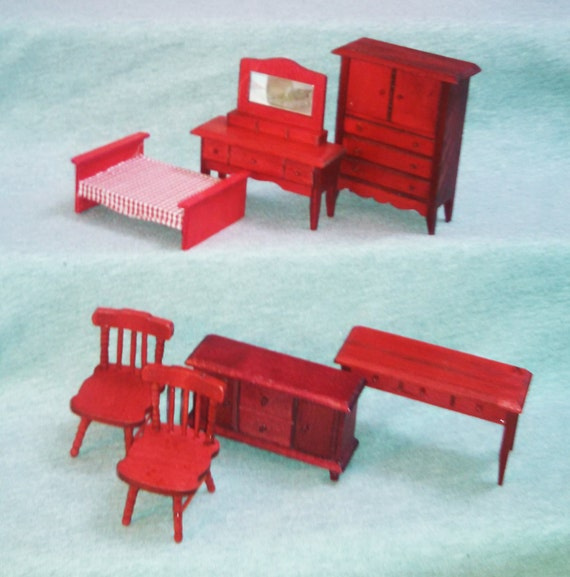 Reduced dollhouse furniture wood 1970s holly hobby for Reduced furniture