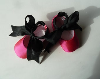 Baby Girl Shoes . Infant Ballet Slippers . Silk Newborn Ballet Flats . Baby Ballerina . Dark Pink and Black Dance Shoes
