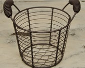 Small Rustic Farm Wire Egg Basket Organize Primitive Gathering Shelf Sitter Americana
