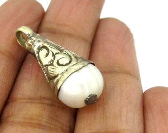 1 pendant  - Small petite size Tibetan natural cultured pearl capped charm pendant from Nepal -PM457