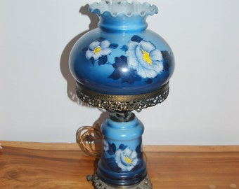 """Vintage Gradient Blue fading to Pacific Blue LL & WMC 18 inch """"Gone With The Wind"""" Hand Painted """"White Roses"""" Floral 3-way Table Lamp ~ 1973"""