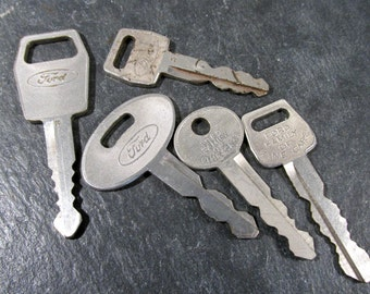 Ford Car Keys VINTAGE Keys FORD Car Keys Five (5) Vintage Ford Auto Keys Found Object Collectible Auto Jewelry Assemblage Supplies (Y142)