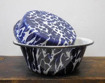 2 vintage Blue and White swirl Enamelware Cake pie pan Bowl Primitive farmhouse kitchen Matching set
