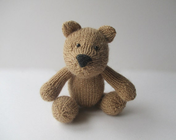 Nutmeg bear toy knitting pattern