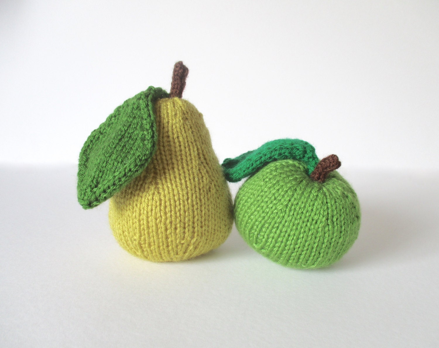 Apple & Pear toy knitting patterns