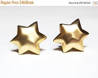 Matte Gold Star Clip Earrings 1980s Jewelry