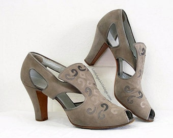 1930s Rare High Heels Gray Cut Out Embroidered Bally Peep Toe Pumps Shoes / U. S. 6 – 6.5N