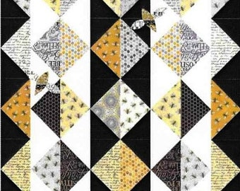 Quilt Pattern, Unexpected Guests, Patchwork Quilt, Applique Bee Design, Quilted Table Runner, Coach House Designs, PATTERN ONLY