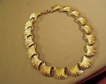 Vintage 1950s 60s Gold Tone Link Necklace Feather Shaped Links 8679