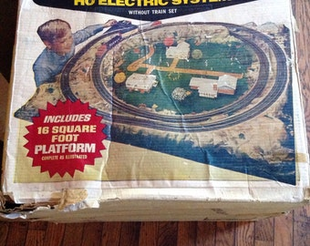 Vintage Complete Life-Like HO Electric Railroad System In Box