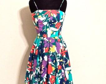 SALE vintage floral day dress - 1950s-60s full-skirt cotton swing dress