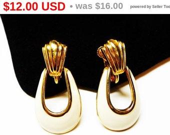 Vintage Napier Door Knocker Earrings - Enamel Cream White on Gold Tone - Vintage Costume Jewelry - Designer Signed Hoop Style