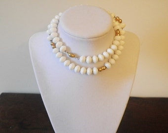 Vintage Optic White Bead Necklace Gold Chain Fashion Costume Jewelry