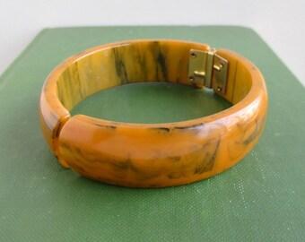 Bakelite Hinged Bracelet - Vintage Marbled Bakelite Clamper - Loose Hinge