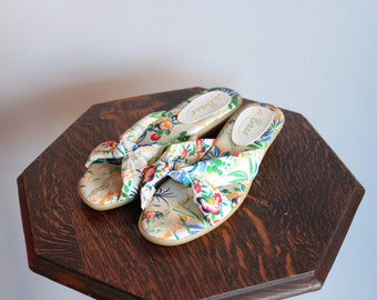1980s Sandals // Bass Floral Wedge Sandals // vintage floral sandals // 6M