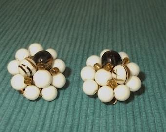 """Vintage 1950s/1960s RETRO White w Black Bead Clip-on Ball Earrings-1"""" diameter"""