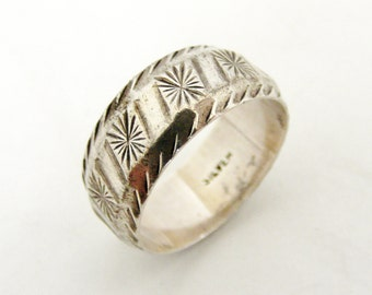 Vintage 1970s sterling silver star cut wedding band