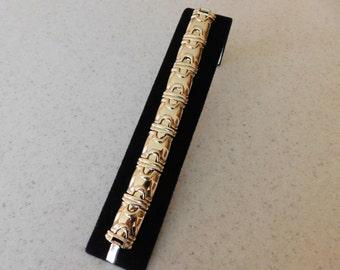 MINIMALIST BRACELET Modern Style Goldtone Bracelet