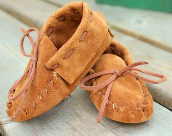 Leather Baby Moccasin - Baby's First Summer Shoes - Baby Shower Gift -  New Spring Baby Booties - Newborn Shoes - Soft Soled Baby Shoe