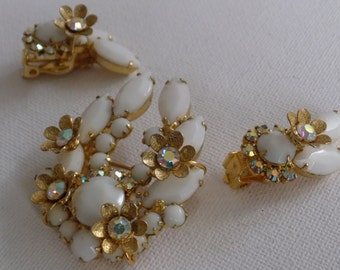 Vintage Juliana DeLizza and Elster retro 1950's brooch and clip-on earrings set,white glass and AB crystals