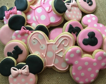 Pink polka dot mouse ear and bow cookies