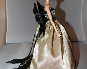 Red Carpet Collection - Stunning gold Satin formal with bow for Fashion Dolls - ed784