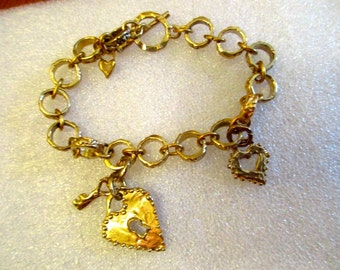 The HEART: Exquisite Deeply Etched FIfteen LINK Gold/Bronze CHARM Bracelet w/3 Hearts, 1 Key Charms & Toggle Clasp - All About Love