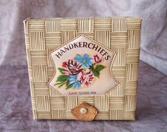 Vintage souvenir handkerchief storage box.    C2-186-1