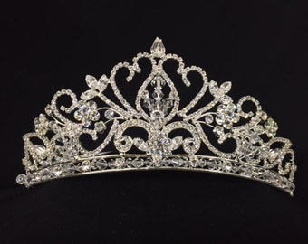 Vintage Noble Garden Crown