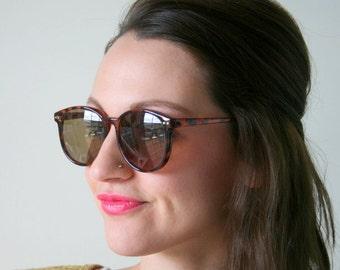 1980s Retro Mod Tort Sunglasses...retro. mirrored shades. urban. hipster. new old stock. shades. indie. chic. wayfarer. sunglasses. gangsta
