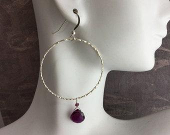 Hammered sterling silver hoop earrings with rhodolite garnet briolette, Boho earrings, bohemian style E108