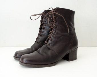 vintage leather boots / brown leather lace up ankle boots / Santana / size 6.5-7