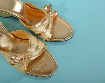 Vintage 1950s Gold Wedding Shoe - Pin Up Bedroom Slippers - Bridal Fashions Size 8.5