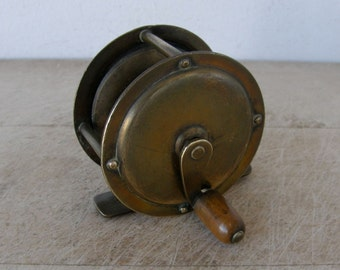 CHILD'S FISHING REEL Edwardian English Rare Size All Brass Boxwood Knob Smooth Action Made in England 1920's