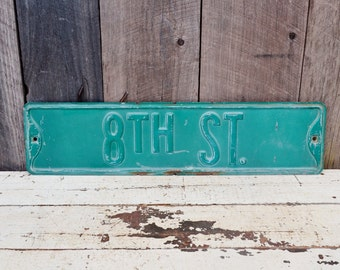 Vintage 8th Street Sign Embossed Metal Road Sign Single Sided Industrial Garage Man Cave Decoration Number 8 Green