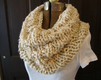 Cowl Hand knitted in Creme