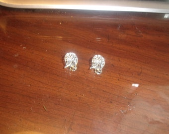 vintage clip on earrings silvertone basketweave double leaf
