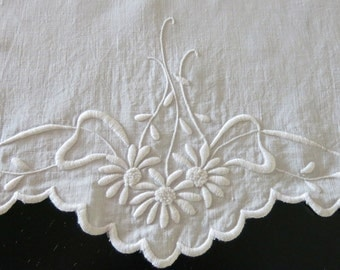 Antique Doily Centerpiece White Linen Daisy Ribbon Embroidery Scalloped Edge 15 by 19 Inches 204b