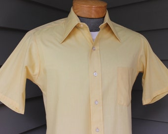 vintage 60's - 70's -Van Heusen '417'- Men's short sleeve shirt. Straw Yellow Batiste. A great shirt, just like Dad used to wear. Medium 15